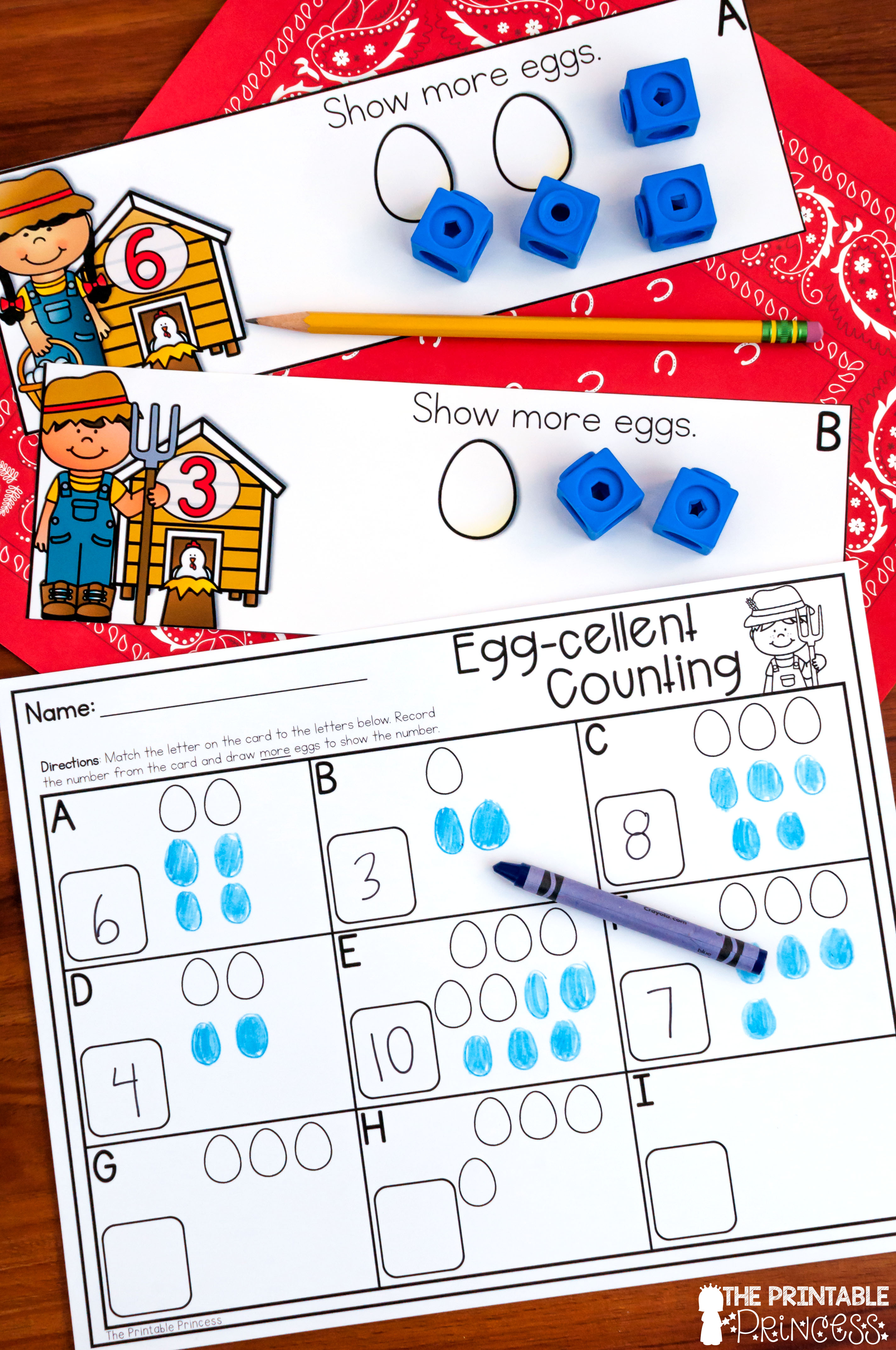 Community helpers activities with a freebie! If you're planning a Kindergarten community helpers unit, you'll want to check this post out. Click to find read aloud suggestions, center ideas, and a community helpers freebie!